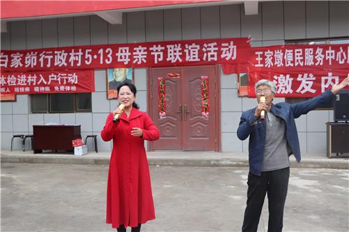 青年音乐协会歌手与村民同台献唱_副本.jpg